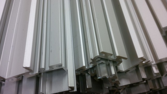 Sawing aluminium extrusions
