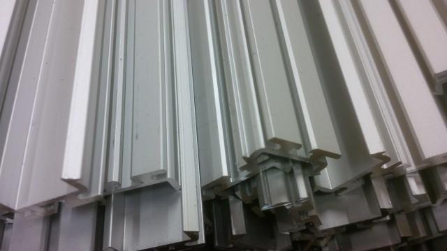 Sawing aluminium extrusions